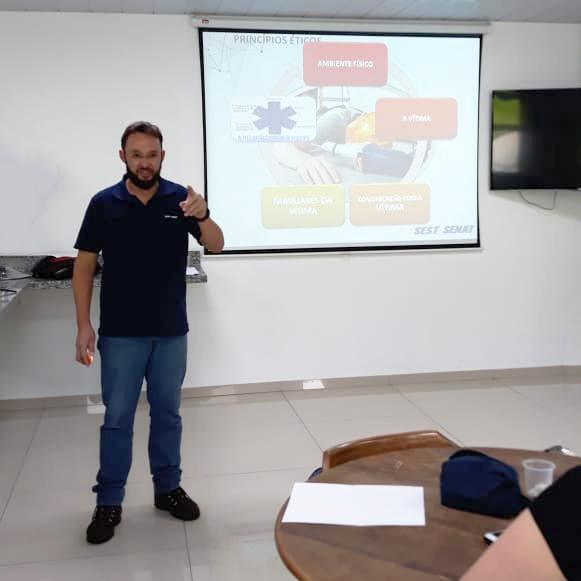 Treinamento de primeiros socorros nas unidades de Curitiba