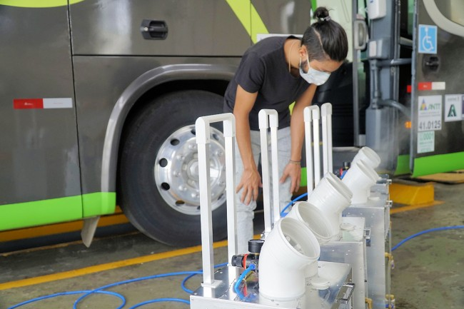 Ônibus da Princesa dos Campos sendo desinfectado